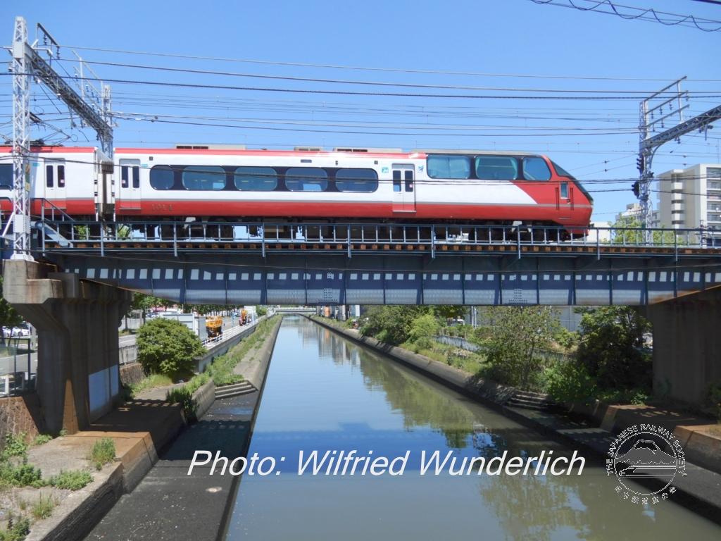 P02-200511-1143-Meitetsu-Bruecke-Zug-Jingumae..jpg